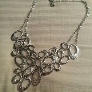 Jewelry - Silver textured circle/oval design necklace
